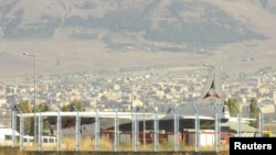Թուրքիա - Հայկական օդանավը Էրզրումի օդանավակայանում, որտեղ վայրէջք էր կատարել դեպի Հալեպ ճանապարհին, 15-ը հոկտեմբերի, 2012թ.