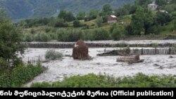 ადიდებულმა რიონმა ონის სოფლები დააზარალა