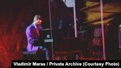 Vladimir Maraš za klavirom