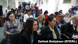 Кыргыз журналисттери Жогорку Кеңеште. 31-март, 2014-жыл.