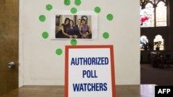 На дільницях під час виборів відводили спеціальні місця для роботи спостерігачів, Вашингтон, 4 листопада 2014 року