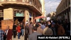 مثقفون في شارع المتنبي ببغداد
