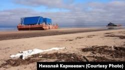 Понтоны на берегу Белого моря под Северодвинском, Архангельская область России