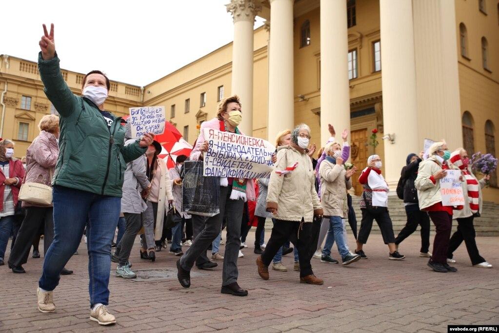 Учасники акції протесту зібралися на площі Незалежності і пішли по проспекту / Радіо Свобода