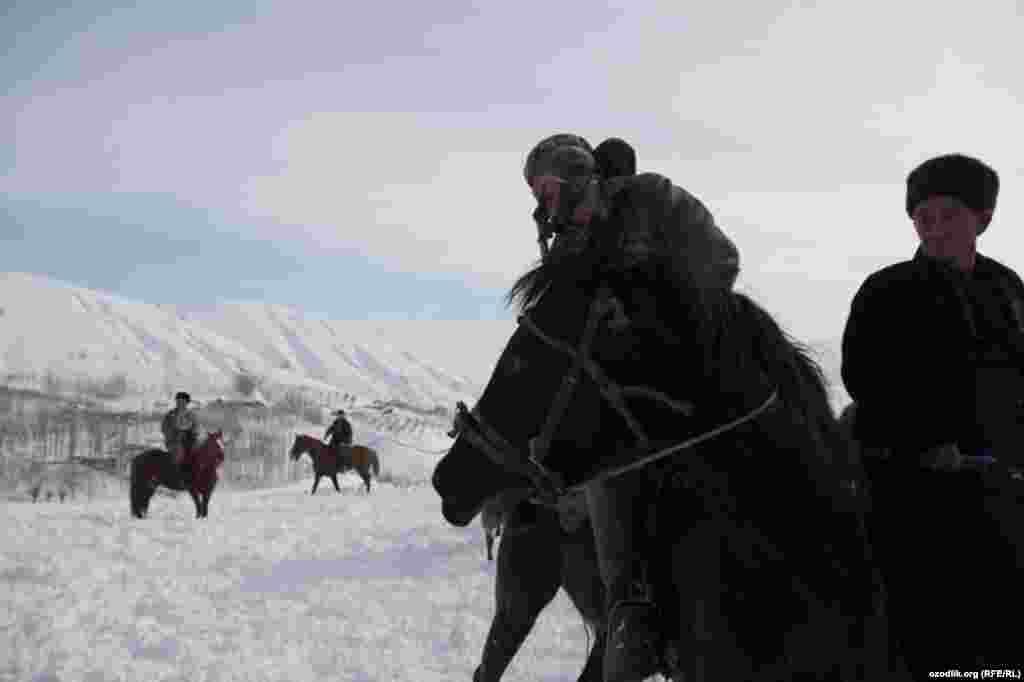 Uzbek horsemen gather for the game.