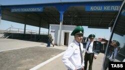 Казахстанские пограничники на границе с Россией в Астраханской области.