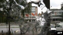 Две тромблонски гранати беа истрелни во близина на Владата на 6 август 2007 година.
