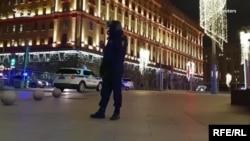 Cтрельба на Лубянке в Москве (архивное фото)