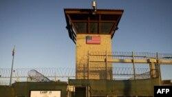 """Вход в """"Лагерь шесть"""" - тюрьму на базе Гуантанамо"""