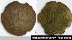 Дві із 38 монет періоду України-Русі з «Городницького скарбу». Монети датують 1010–1019 роками
