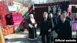 Президент Курманбек Бакиев Лейлекте