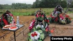 Могила десантника Леонида Кичаткина. Фото предоставлено газетой «Псковская губернiя»