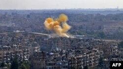 Дым в восточной части Алеппо, которую контролирует правительство, 20 октября 2016 года