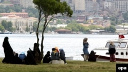 Голубая мечта турецких пенсионерок - домик в курортном в Бодруме и счет в банке