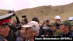 Митинг на месторождении Кызыл-Омпол. 20 апреля 2019 года.