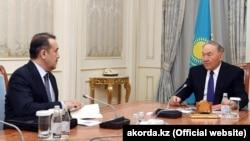 Президент Казахстана Нурсултан Назарбаев (справа) и председатель комитета национальной безопасности (КНБ) Казахстана Карим Масимов.