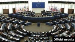 هانس گرت پوئترينگ، رييس پارلمان اروپا اعلام كرد كه ۷۵۸ عضو شوراى اتحاديه اروپايى خواستار آزادى «فورى» ركسانا صابرى شده اند.