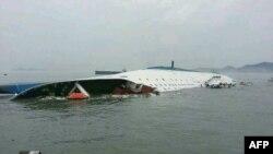 Оңтүстік Кореяның жағалауына тақау теңізде апатқа ұшыраған жолаушылар кемесі. 16 сәуір 2014 жыл.