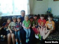 Володимир Родіков з дітьми (Фото з Facebook)