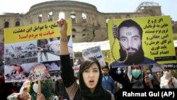 درخواست تظاهرکنندگان در سال ۲۰۱۶ برای اعدام انس حقانی