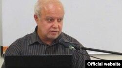 حمید عسگری در مقام متخصص مسائل هستهای در هفتم خردادماه سال گذشته در کانون دانشپژوهان نخبه و در جلسهای با عنوان جلسه بصیرت سخنرانی کرده بود