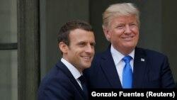 از راست: ترامپ و مکرون