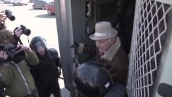 «Святкові» затримання до Дня волі у Білорусі (відео)