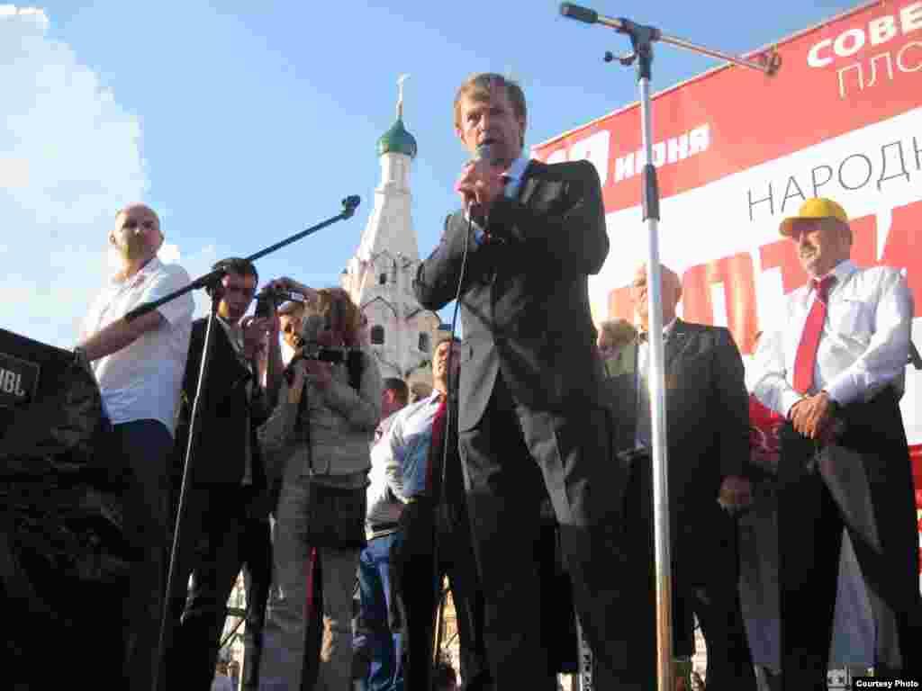 Мэр Ярославля Евгений Урлашов выступает на митинге