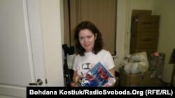 Волонтер Ольга Соколовская, собирает подарки для детей, чьи родители погибли в зоне АТО