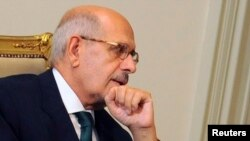 روزنامه اهرام میگوید آقای برادعی در حال حاضر همراه خانواده خود در کشور اتریش است