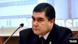 مطابق قانون اساسی ترکمنستان در صورت مرگ ریيس جمهوری، ریيس مجلس موقتا جانشين او می شود. پس از بازداشت رییس مجلس ترکمنستان، قربان قلی محمدوف، معاون نخست وزیر، به عنوان رییس جمهوری موقت کشور برگزیده شد.