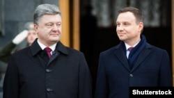 Президент України Петро Порошенко (ліворуч) та президент Польщі Анджей Дуда під час зустрічі у Києві. 15 грудня 2015 року