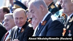 Vladimir Putin și Benjamin Netanyahu la parada de Ziua Victoriei