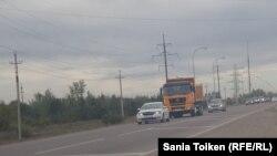 Движение на трассе в Акмолинской области. Иллюстративное фото.