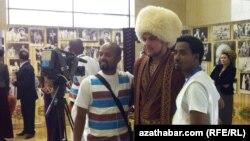 15-nji aprelde Aşgabatda açylan 2-nji halkara teatr festiwalyndan bir pursat.