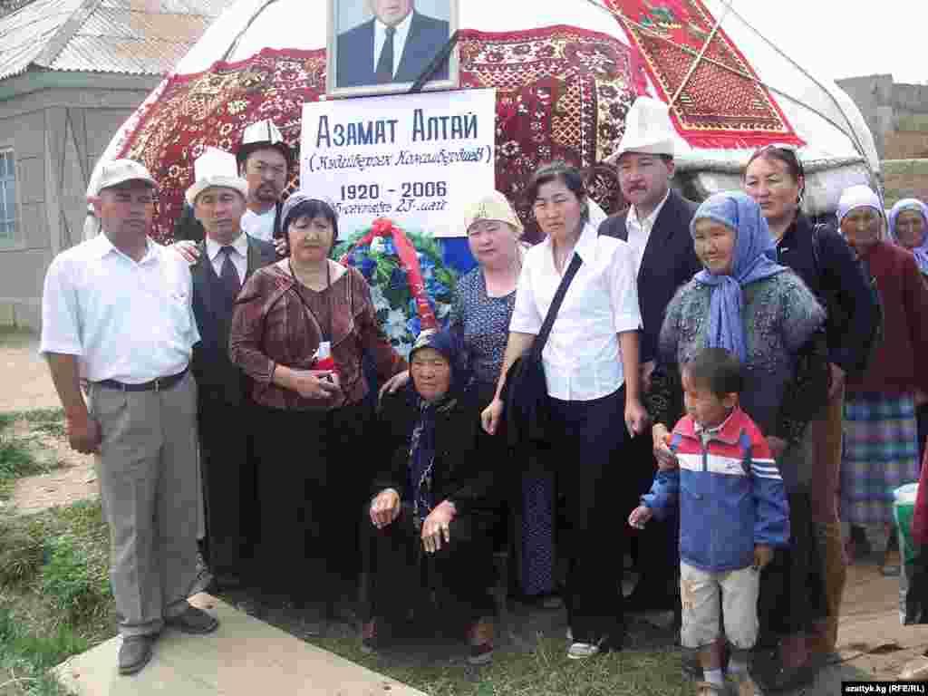 Лидеры правозащитных организаций вместе с родственниками Азамат Алтая