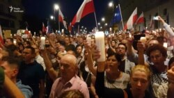 Тисячі поляків вийшли на протест проти обмеження незалежності судів (відео)