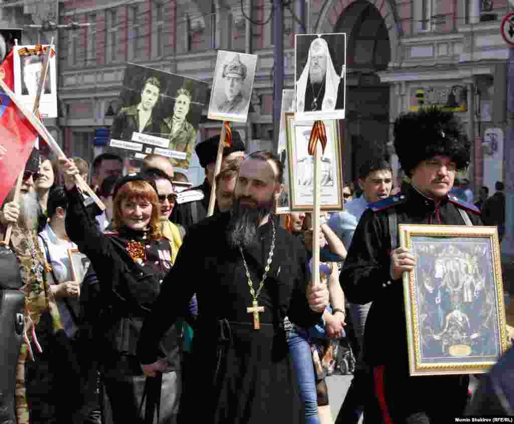 Православные идут отдельной колонной