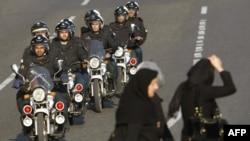 محمود احمدی نژاد پیش از این تلویحا از اقدامات نیروی انتظامی انتقاد کرده بود.