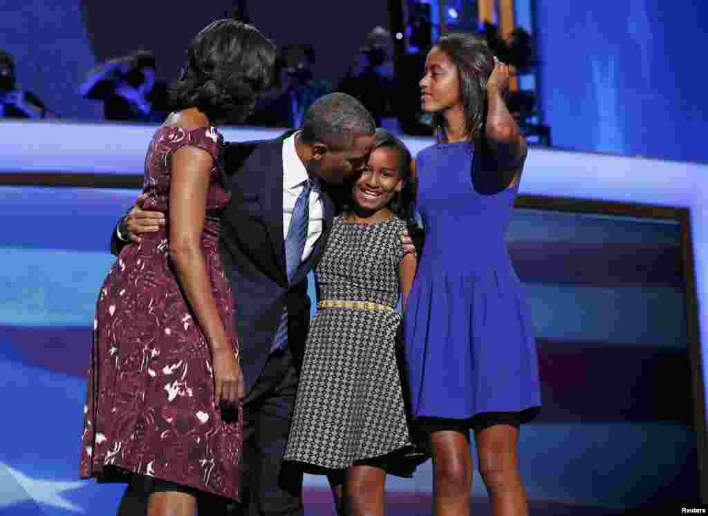 6-сентябрда АКШнын Түндүк Каролина штатында Демократиялык партиянын курултайында президент Барак Обама ноябрдагы президенттик шайлоого катышыш үчүн талапкердикти кабыл алды.