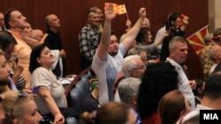 Упад на граѓаните во Собранието на 27 април