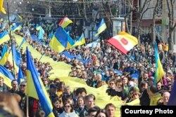 """Марш сторонников единства Украины. Одесса, 30 марта 2014 года. Фото """"Думская"""""""