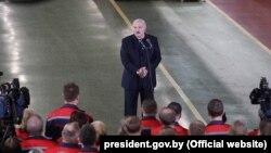 Բելառուսի նախագահ Ալեքսանդր Լուկաշենկոն այցելում է Մինսկի տրակտորների գործարան, 29-ը մայիսի, 2020թ.