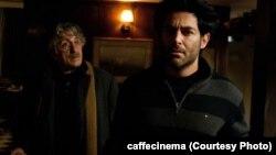 محمدرضا گلزار و رضا کیانیان در فیلم «دلم میخواد» به کارگردانی بهمن فرمان آرا