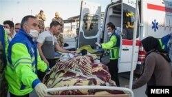 Помощь пострадавшим от землетрясения в иранской провинции Керманшах. 26 августа 2018 года.
