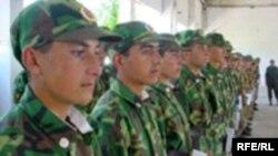 Аскарбачаҳои тоҷик саф бастаанд (Бойгонӣ)