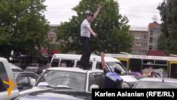 Armenia -- Hayk Kyureghian opens fire outside a court building in Yerevan, 12Jun2014.