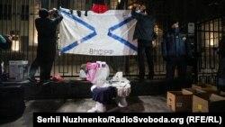 Kyivdeki Rusiye elçihanesi ögünde aktsiya