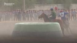 Kyrgyz Horsemen Compete In Goat-Grabbing Championship