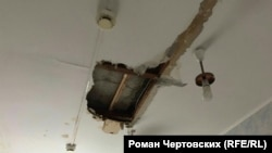 Потолок родильного отделения Александровской районной больницы